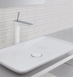 In the light of the newest bathroom trends for 2009, a daring collaborative venture between Duravit, Phoenix Design and Hansgrohe has resulted in the extraordinary Hansgrohe PuraVida faucet collection....
