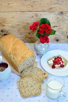 Pâine la tavă cu făină neagră şi seminţe de in
