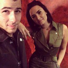 Demi Lovato and Nick Jonas at the Irving Plaza in New York October Demi Lovato Nick Jonas, Demi Lovato Body, Irving Plaza, Hollywood Boulevard, Girl Meets World, Disney Stars, Jonas Brothers, Fifth Harmony, Miley Cyrus