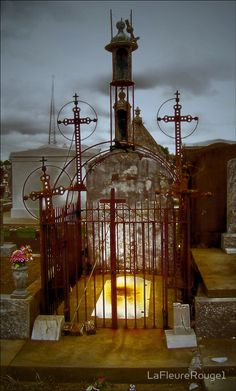 Vampires in New Orleans - the visual of the tomb and the three crosses!