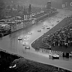 Spa 1000 km - the start Sports Car Racing, Road Racing, Race Cars, Auto Racing, Le Mans, Grand Prix, Ford Gt40, Vintage Racing, Vintage Auto