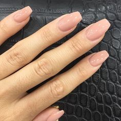 False nails have the advantage of offering a manicure worthy of the most advanced backstage and to hold longer than a simple nail polish. The problem is how to remove them without damaging your nails. Acrylic Nails Natural, Best Acrylic Nails, Acrylic Nail Shapes, Blush Nails, Neutral Nails, Easy Nails, Simple Nails, Wedding Day Nails, Gold Wedding