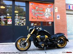 With the base model of a Suzuki M1800r this awesome customization was done by Free Kustom Cycles in Barcelona, Spain.