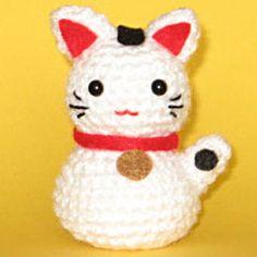 Chinese Lucky Cat #amigurumi  free pattern at Amigurumipatterns.net