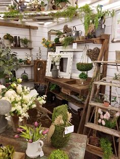 Shopping at woodstock market display ideas in 2019 цветочный магазин, цвето Vintage Store Displays, Vintage Display, Antique Booth Displays, Antique Booth Ideas, Boutique Deco, Garden Shop, Vintage Market, Antique Stores, Garden Inspiration
