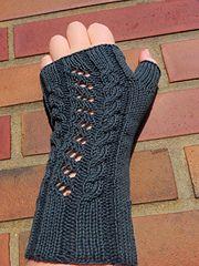 Ravelry: Sonja's Fingerless pattern by Frau Mirtana