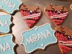 Moana cookies  #carinaedolce www.carinaedolce.com www.facebook.com/carinaedolce Moana Cookies, Cookie Favors, Kids Cards, Cookie Decorating, Sugar Cookies, Hawaii, Lego, Tropical, Facebook