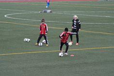 Julian från Örby IS P00 tränar sitt skott med Goeras Football Education, på Nacka IP 25/4 2012.