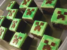 Minecraft Cake Recipe Tutorial 3d By Ann Reardon How To Cook That more at Minecraft Cupcakes, Minecraft Party, Pastel Minecraft, Minecraft Crafts, Minecraft Food, Minecraft Houses, Minecraft Bedroom, Minecraft Furniture, Minecraft Skins