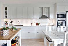 Ikea Sävedal köksluckor Kitchen Inspiration, Kitchen Cabinets, Tips, Home Decor, Interior Design Kitchen, Decoration Home, Advice, Room Decor, Kitchen Base Cabinets