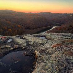 A beautiful sunset captured in McCreary County from Buzzard Rock overlooking the Big South Fork in the Stearns District of the Daniel Boone National Forest. : @513buckeye  #mccrearycountyadventures #explorekentucky #optoutside
