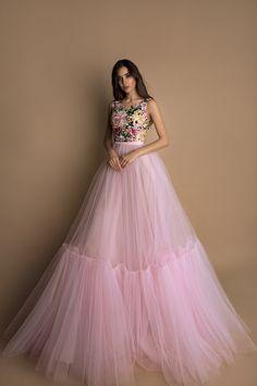 Evening dress by Oksana Mukha Indian Gowns Dresses, Indian Fashion Dresses, Pakistani Dresses, Fashion Outfits, Fashion Designer, Indian Designer Outfits, Designer Dresses, Stylish Dresses, Elegant Dresses