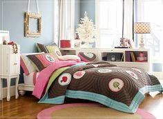 like bedding and wall color
