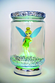 Put some glitter in a jar with a disney character. Glitter glue the top. Set on a tap light. Disney Diy, Disney Crafts, Diy Pour Enfants, Glitter Jars, Glitter Glue, Fairy Jars, Tinkerbell Party, Bottles And Jars, Fairy Dolls