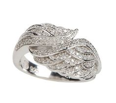 Beautiful angel wings ring!