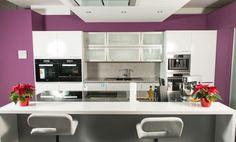 Blick in eine Küche - aufgebaut im Studio von SCHMIDT Küchen in München Sendling