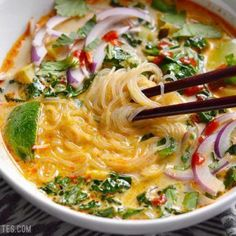 Thai Suppe mit Kokosmilch und Curry This recipe for Thai soup with coconut milk and curry is v Vegetable Soup Recipes, Vegetarian Recipes, Cooking Recipes, Healthy Recipes, Veg Soup, Vegetable Curry Soup, Coconut Vegetable Curry, Veg Curry, Budget Cooking