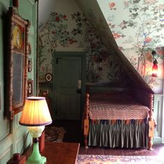 An amazing Chinoiserie-styled bedroom at the historic Beauport home in Gloucester, Massachusetts. I wanted to move right in. Chinoiserie Wallpaper, Wall Wallpaper, Alcove Bed, Attic Bedrooms, Small Bedrooms, Small Attic Room, Discount Bedroom Furniture, Romantic Room, Decorating Small Spaces