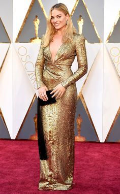 Margot Robbie in Tom Ford on the red carpet at the 2016 Academy Awards #oscars