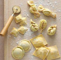 tortelli - home made Italian Pasta Easy Freezer Jam Recipe, Pasta Recipes, Cooking Recipes, Cooking Tips, Pasta Casera, Homemade Pasta, Homemade Tortellini, Fresh Pasta, Quiches
