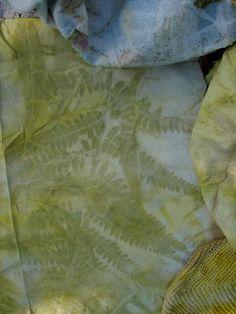eco dyeing by jargarmama. Textile Design, Textile Art, Fabric Design, Shibori, Tinta Natural, India Flint, Comfort And Joy, How To Dye Fabric, Dyeing Fabric