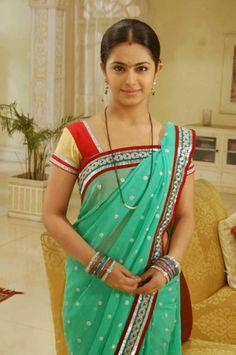 being Married - Sasi Pradha Cute Beauty, Beauty Full Girl, Beauty Women, Indian Wife, Indian Girls, Beautiful Bollywood Actress, Beautiful Indian Actress, Saree Photoshoot, Designer Blouse Patterns