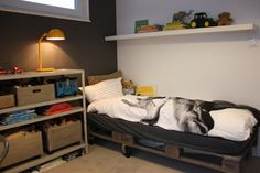 This list of 20 DIY Pallet Bed Frame Ideas involves building custom DIY bed frame designs with disassembled wooden pallets. Pallet Bedframe, Wooden Pallet Beds, Diy Pallet Bed, Pallet Furniture, Industrial Furniture, Furniture Ideas, Making A Bed Frame, Diy Bed Frame, Bed Frames