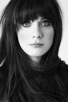 Zoey Deschanel en blanco y negro