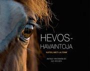Kuvaus: Hevoshavaintoja-kirja opastaa, kuinka hevosia havainnoidaan tarkasti ja objektiivisesti. Johtopäätösten tekemistä ei pidä kiirehtiä, vaan aina ensin kannattaa kysyä itseltään kolme kysymystä. Mitä näen? Mistä se johtuu? Mitä minun pitää tehdä? Hevoshavaintoja-kirja opettaa erottamaan havainnoimisen ja katselemisen. Selkeä ja havainnollinen käsikirja sopii kaikille hevosten kanssa toimiville aina harrastajista ammattilaisiin.