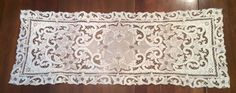 GORGEOUS ANTIQUE ECRU TAN  MADEIRA EMBROIDERED CUTWORK TABLE RUNNER