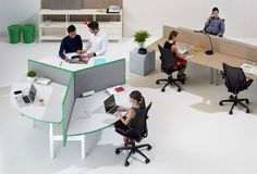 Both functional and aesthetic, Krossi desk features height-adjustability, supporting connectivity between people and encouraging flexible ways of working.