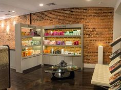 The Luigi Parasmo salon is located in one of Washington's most historic neighborhoods, Georgetown. With this in mind, the facility was designed to ensure an attractive, modern and comfortable feeling; an oasis from the busy world and also functional so that clients can be serviced smoothy and efficiently.