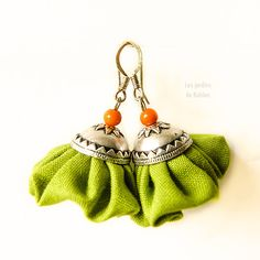 Dangle colorful fabric earrings small fiber by LesJardinsdeKahlan, €19.00