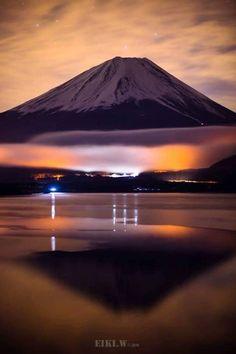 Some of Japan's physical features include Mount Fuji, Honshu, Kyushu, and many more. Beautiful World, Beautiful Places, Beautiful Pictures, Monte Fuji Japon, Places Around The World, Around The Worlds, Fuji Mountain, Japon Tokyo, Mont Fuji