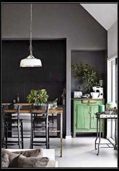 Groen geeft rust is natuurlijke kleur die wel wat verwacht van andere kleuren. Groen kun je niet zomaar toepassen, daar moet je over nadenken. Kijk voor meer voorbeelden op de website.