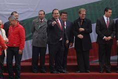 El Gobernador de Veracruz, Javier Duarte de Ochoa, asistió al Registro de Enrique Peña Nieto como precandidato del PRI a la Presidencia de la República en 2012, el 27 de noviembre de 2011, acompañado de la cúpula tricolor y los gobernadores de ese partido.