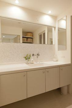#洗面台 #洗面 #洗面所 #モザイクタイル #間接照明 #洗面収納 #シンプルな暮らし #リノベーション #EcoDeco #エコデコ #Y様邸清澄白河 Powder Room, Home Interior Design, Double Vanity, Bathroom Lighting, House Design, Mirror, Furniture, Home Decor, Ideas