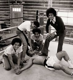 Muhammad Ali and The Jackson 5 fighting (via ThisIsNotPorn)