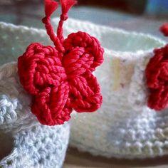 #crochetbabyshoes #butterflyapplique