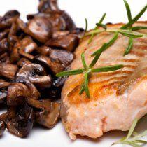 Receta de Salmon con Salsa de Vino y Hongos