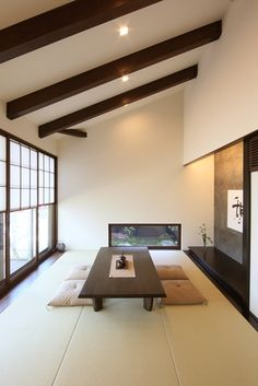 リビングに続く和室は絶対に欲しい。子供たちが帰省したときの寝室としても使える。中庭に面した半濡れ縁は、詫び桜のテラスのイメージです。