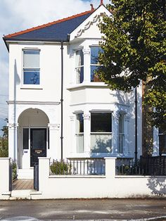 Victorian semi detached house, painted white with bay windows Victorian Homes Exterior, Victorian House Interiors, Semi Detached, Detached House, British Architecture, Family House Plans, Beach Cottage Style, Moving House, Hallway Decorating