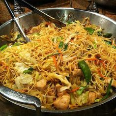 Low Sodium Soy Sauce, Low Sodium Chicken Broth, Asian Recipes, Ethnic Recipes, Chinese Recipes, Chinese Food, Small Cabbage, Chicken Chow Mein, Boneless Skinless Chicken Thighs