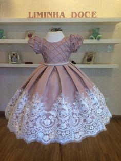 Isabel Luna's media content and analytics Baby Girl Frocks, Baby Girl Party Dresses, Frocks For Girls, Little Girl Dresses, Girls Dresses, Girls Frock Design, Baby Dress Design, Baby Frocks Designs, Kids Frocks Design