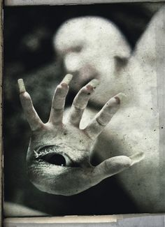 Totally reminds me of Pan's Labyrinth. Coolest Monster Ever.