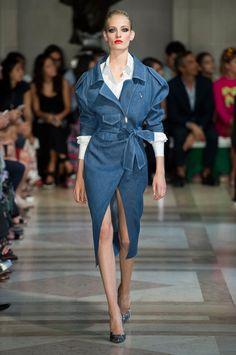 Carolina Herrera Spring/Summer 2017 at New York Fashion Week Fashion Week, Fashion 2017, New York Fashion, Runway Fashion, High Fashion, Fashion Show, Fashion Dresses, Fashion Design, Carolina Herrera