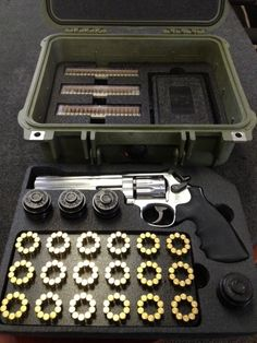 Gun of the Day– Revolver and ammo - Gears of Guns Weapon Storage, Gun Storage, Weapons Guns, Guns And Ammo, Gun Cases, Cool Guns, Firearms, Hand Guns, Gears