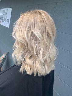 Super Blonde Hair, Ash Blonde Hair Balayage, Cream Blonde Hair, Blonde Roots, Light Blonde Hair, Blonde Hair Looks, Blonde Hair With Highlights, Icy Blonde, Summer Hairstyles