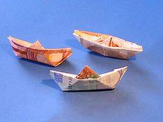 Daryl saved to fotografierenOriginelle Geldgeschenke - Boot - deutsche Bildan. Origami Boat, Origami Envelope, Money Origami, Travel Presents, Travel Gifts, Origami Box With Lid, Silhouette Mint, Money Flowers, Folding Money