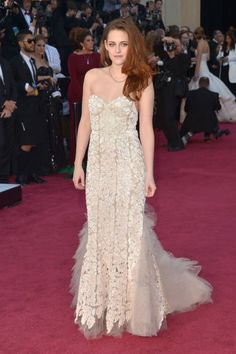 Kristen Stewart in romantic Reem Acra couture at the Oscars